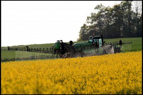 Veille  Les chartes prévues pour encadrer l'usage des pesticides qualifiées de « tartufferie »