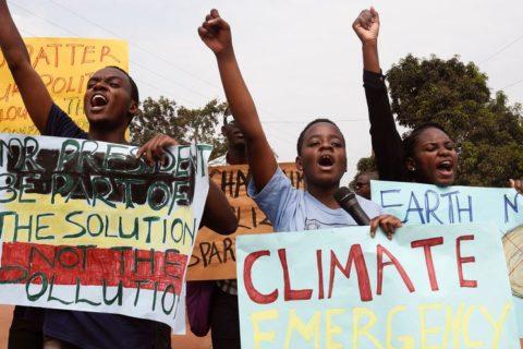 Veille  Les gouvernements doivent cesser de brûler nos droits en connivence avec le secteur des énergies fossiles